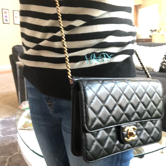 CHANEL Handbags - Authentic Chanel crossbody